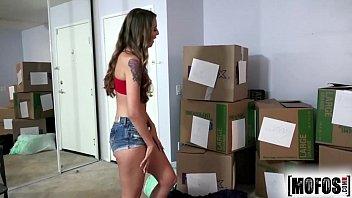 Mofos com essa latina dona de um corpinho escultural fazendo filme de sexo