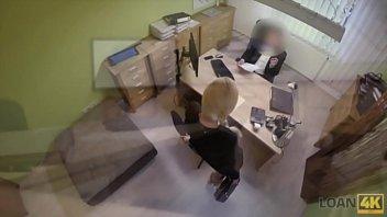 Pornô Brasil com a loira peituda trepando com seu chefe dentro do escritório