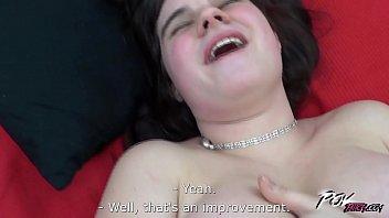 Ver videos porno dessa safadinha rindo a toa porque vai entrar na pirocada