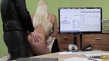 Video porno gratis da loira dando em cima do entrevistador para conseguir um emprego