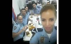 Policial boqueteira caiu na net mamando o delegado bem dotado