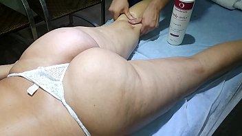 Marido filma esposa nua na massagem erótica com massagista tarado