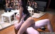 Playblog safadas chupam e fodem com dançarinos no clube das mulheres