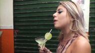 Porno para celular sexo oral com loira Brasileira bêbada no barzinho