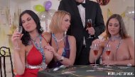 Vídeo de sexo com coroas gostosas fazendo sexo grupal no ano novo